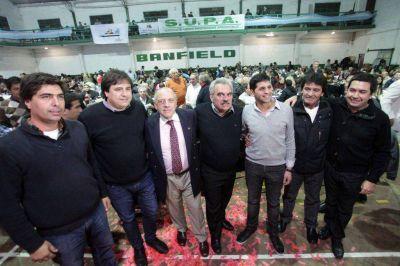 Acto Manino Iriart junto a candidatos