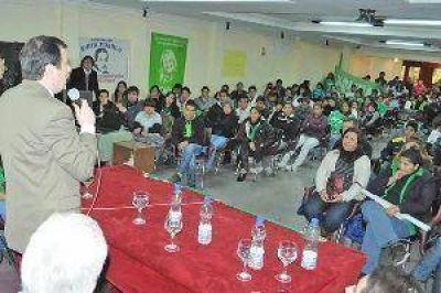 Zamora recibió el apoyo de militantes de Kolina y dirigentes del interior para los candidatos del FC