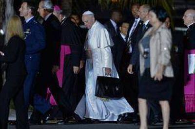 El papa Francisco llegó a Roma, tras su primer viaje al exterior