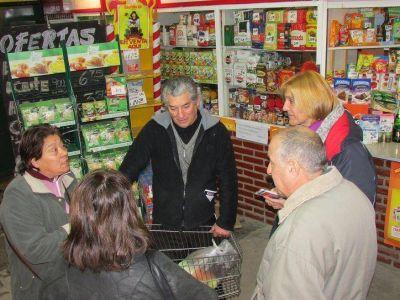 Baragiola y su equipo recorrieron el Mercado Comunitario.