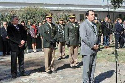Niccolai encabezó acto por el 75º aniversario de Gendarmería