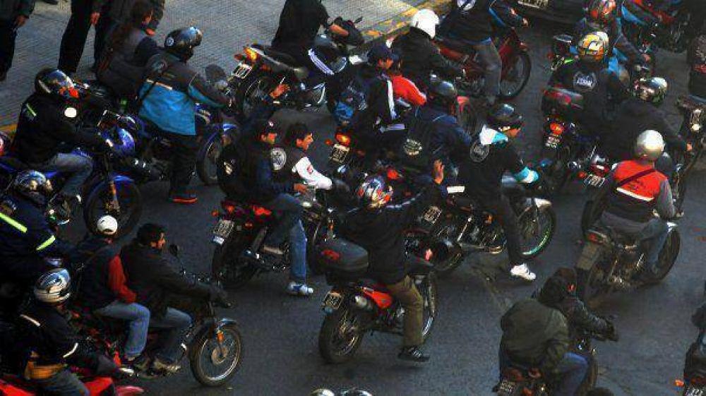 Motoqueros amenazan con plan de lucha en reclamo de suba salarial