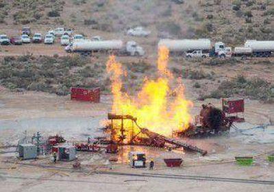 El incendio en un pozo de gas de Pluspetrol continuar� varios d�as