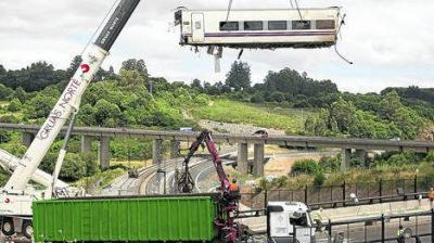 El tren de la muerte frenó tarde y descarriló a 153 km por hora
