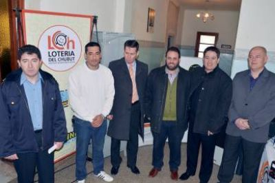 Lotería entregó elementos a la comisaría de Mosconi