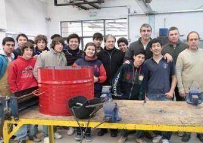 Durañona y alumnos de la Escuela Técnica