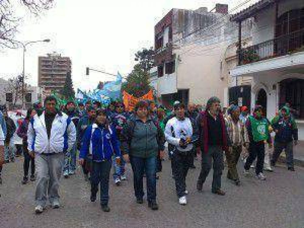 Se agrava el conflicto gremial en Jujuy: el gobierno de Fellner suspendió la reunión con la Intersindical