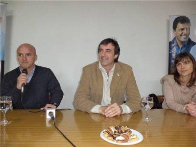 Esteban Bullrich visitó a los precandidatos del PRO por el Frente Renovador