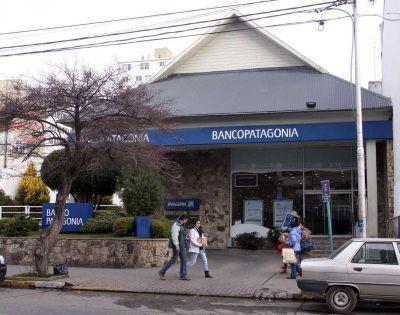 El banco Patagonia aplicó recortes a empleados del municipio