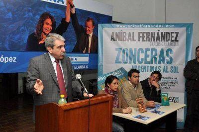 Aníbal Fernández junto a los candidatos del FPV de Tigre