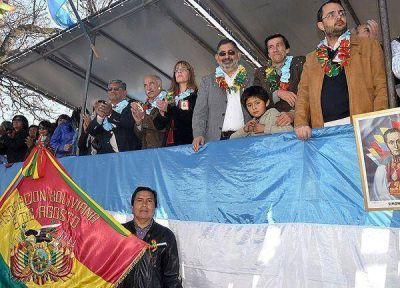 Con desfile cívico conmemoraron el día de la Independencia de Bolivia