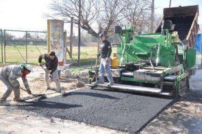 Más pavimento para los barrios
