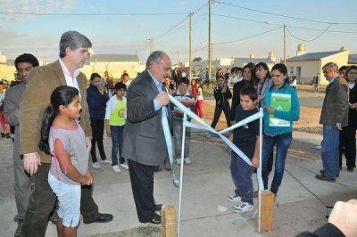 El gobernador Colombi entregó 100 viviendas y anunció la construcción de 50 más en Esquina