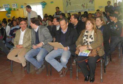 Raúl Jalil participó del acto de cierre de los talleres POI
