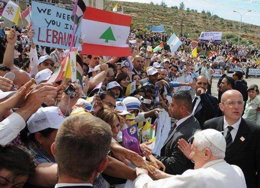 En su primera misa en suelo árabe, el Papa pidió coraje a los cristianos
