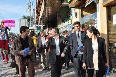 Sabbatella recorrió General Pacheco con los candidatos del FPV de Tigre