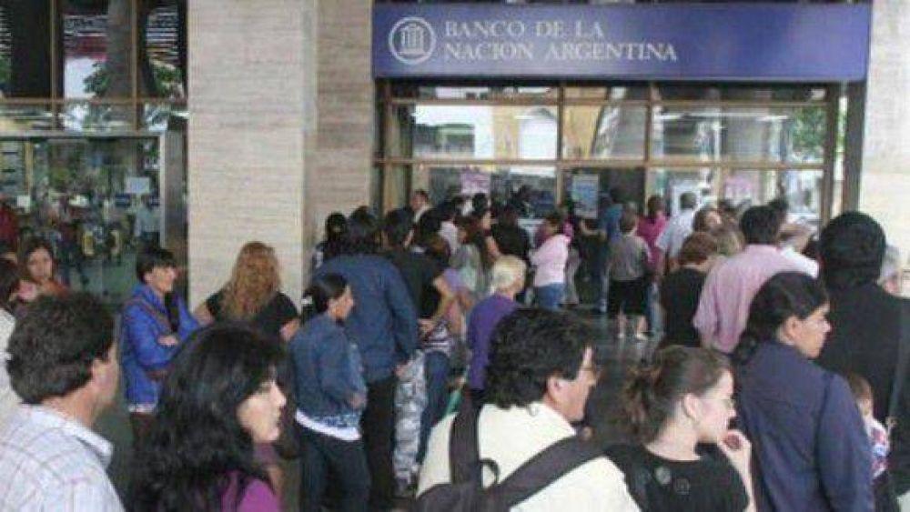 Trabajadores del Banco Nación realizan un paro total de actividades