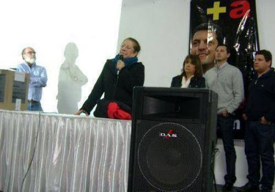 Graciela Camaño y Martín Jofré cerraron la campaña del Frente Renovador