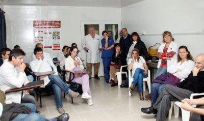 Los médicos rechazaron la oferta salarial y siguen de paro