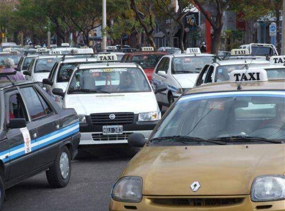 Taxistas protestaron en el centro de la ciudad