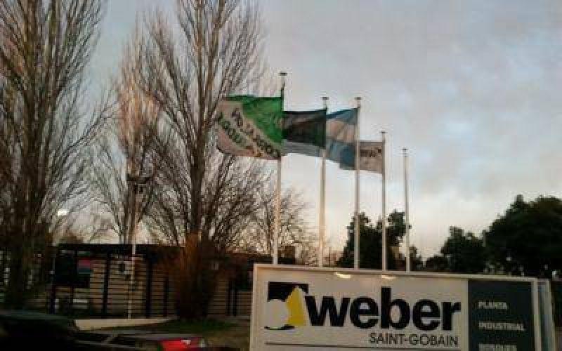 Weber Saint-Gobain denuncia bloqueo de Moyano en sus plantas de Florencio Varela y Tortuguitas