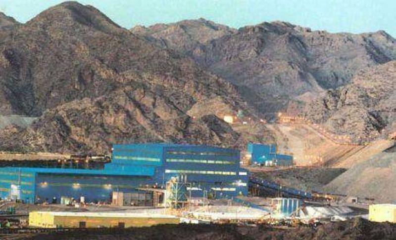 La Universidad habría recibido fondos de una polémica empresa minera