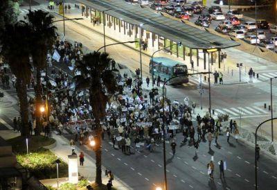 En menor número que en noviembre, manifestantes salieron por el #8A