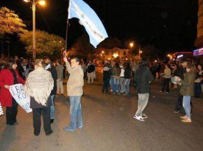 Tibia manifestación en la fría noche del 8-A