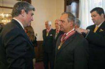 Juan Carlos Romero viajó al Paraguay y recibió una distinción de un Presidente acusado de golpista