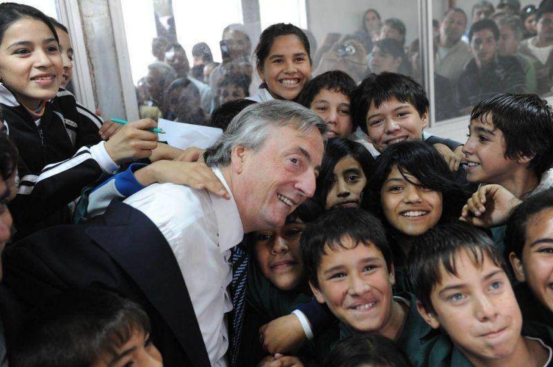 """Kirchner sigue """"bueno"""": besos y sonrisas en Quilmes"""