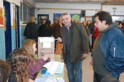 """Julio Zamora votó en Benavídez: """"Este es el momento más importante de la democracia"""""""