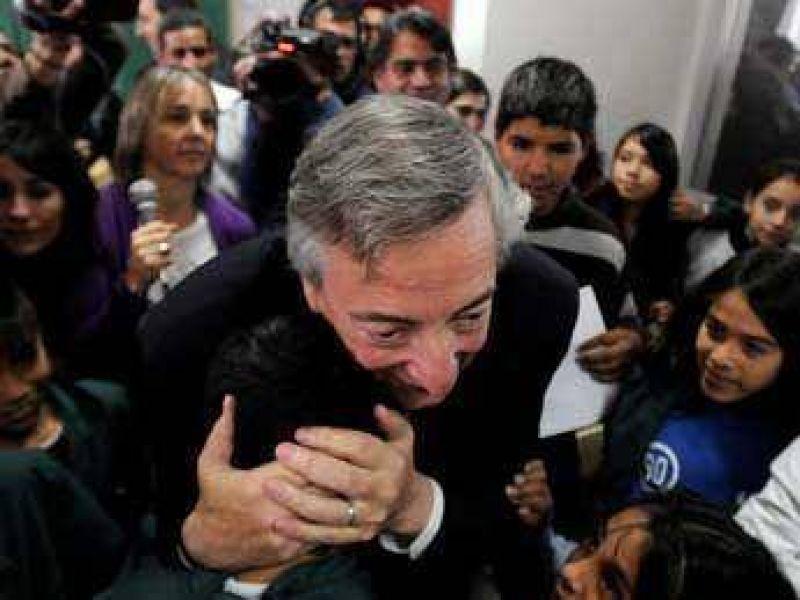 """Kirchner dijo que asumirá y que es """"absurdo pensar"""" que Cristina renuncie"""