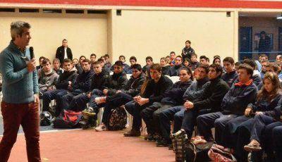 Elizondo brindó una capacitación a más de 350 jóvenes de San Martín