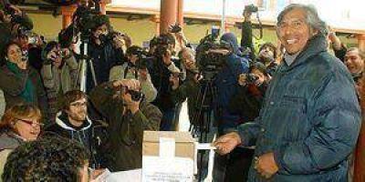 Kirchner resaltó triunfos K en lugares donde votaron 819 personas