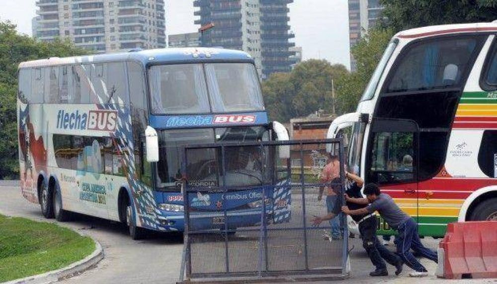 Planean cortes en la terminal de ómnibus del barrio de Retiro