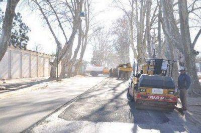 Continúa la repavimentación y pavimentación en diferentes barrios de la ciudad