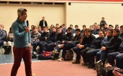 Horacio Elizondo dio una capacitación a más de 350 jóvenes de San Martín