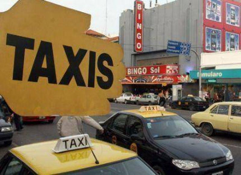 Taxistas marplatenses quieren aumentar un 30% la bajada de bandera: se iría a $10,40