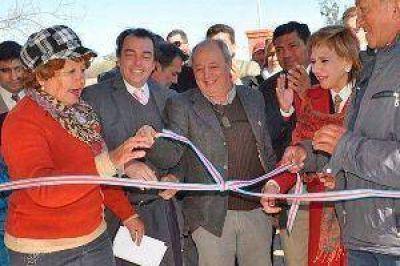 El vicegobernador Ángel Niccolai inauguró un grupo de viviendas rurales en el departamento Juan Felipe Ibarra