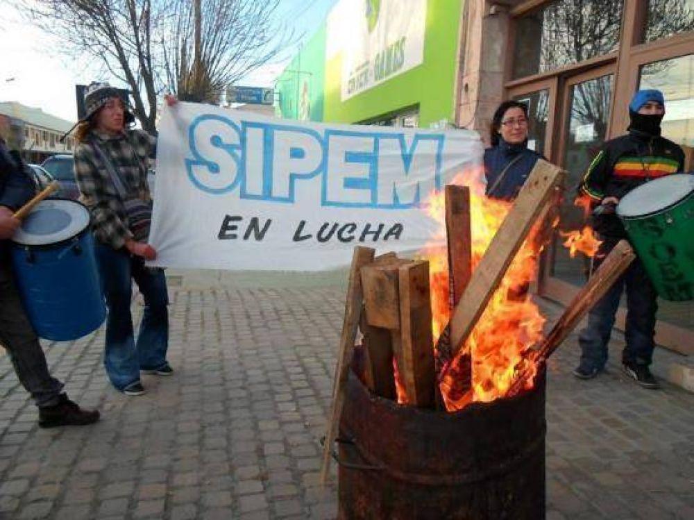 Protesta de trabajadores del SIPEM en Tránsito