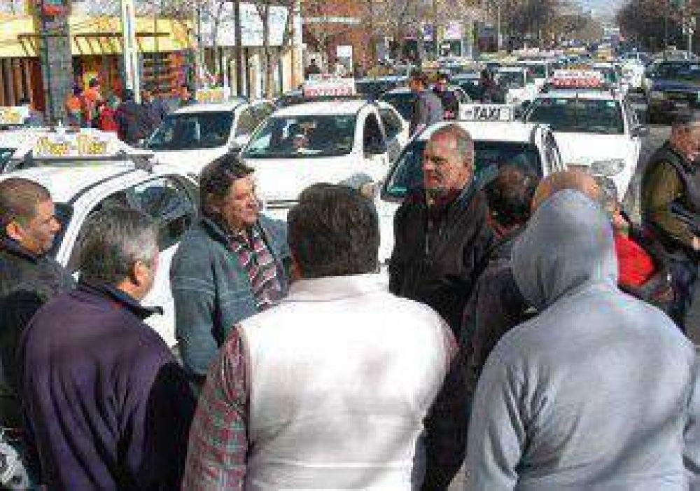 Taxistas reclamaron una fuerte suba de la tarifa del sector