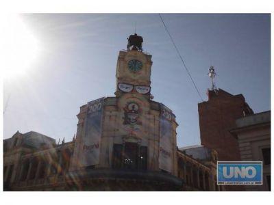 El edificio de la Municipalidad también se calzó el antifaz