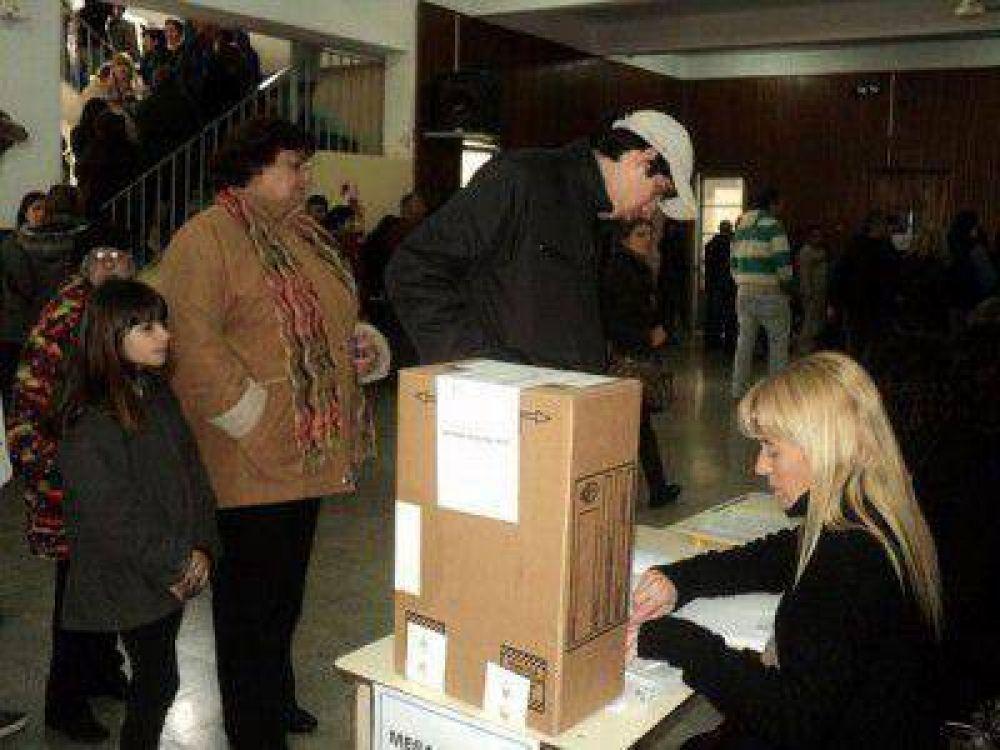 Voto castigo para Carossi y 39 intendentes más