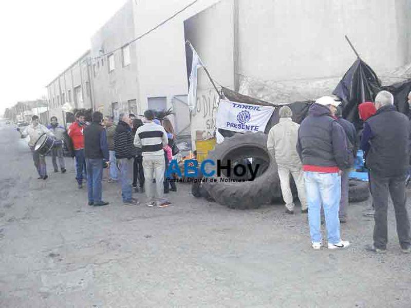 M�xima tensi�n: duro cruce por los despidos en ApazMadrid
