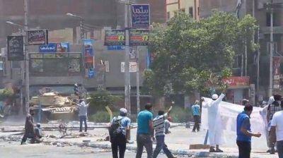 En Egipto fusilaron sin piedad a un manifestante en plena calle