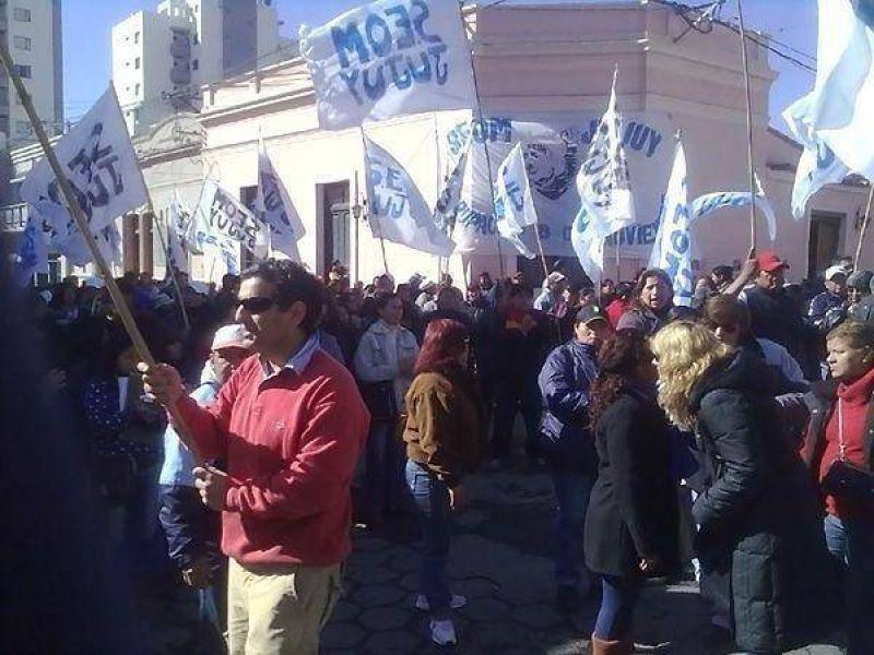 Repudian demora en Trabajo y acusan al Macro de respaldar a usurpadores