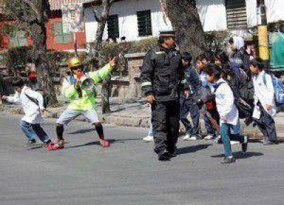 """Educación Vial en las escuelas: padres y alumnos de la Escuela """"Pucarita"""" fueron """"educados"""" sobre las normas de tránsito"""