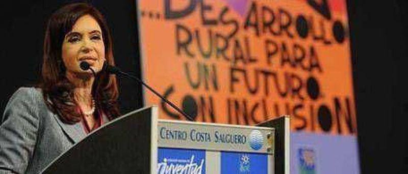Cristina recordó a Menem para pegarle a la oposición