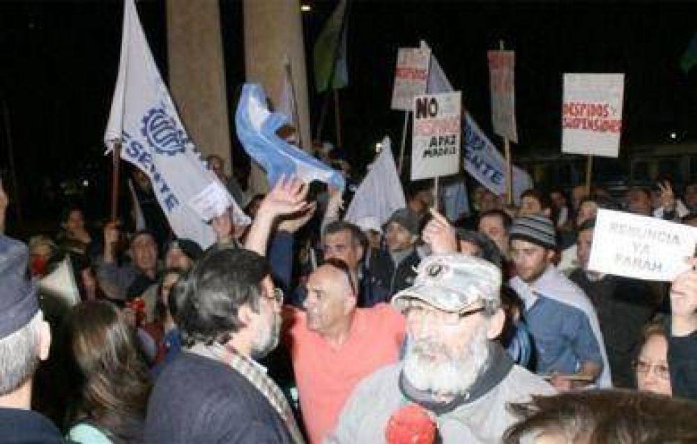En una manifestación, escracharon al titular de Apymet por el cierre de Apaz Madrid