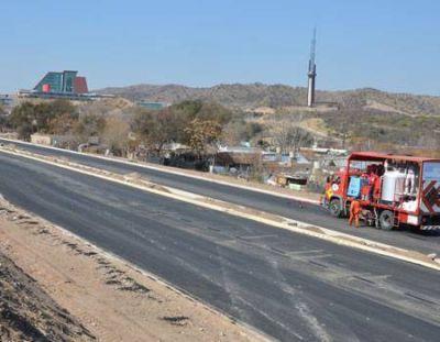 La avenida Eva Perón tiene un avance del 90 por ciento